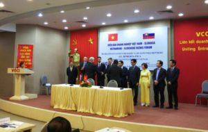Otvorenie obchodných rokovaní počas oficiálnej návštevy v Hanoji