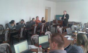 Ing. Milan Rusko, PhD. vysvetľuje účastníkom školenia princíp činnosti softvéru APD